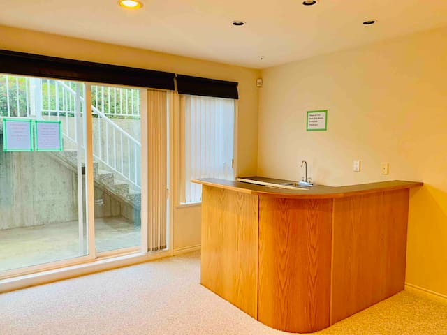 682-7 Private 2 Bedroom Suite near Skytrain