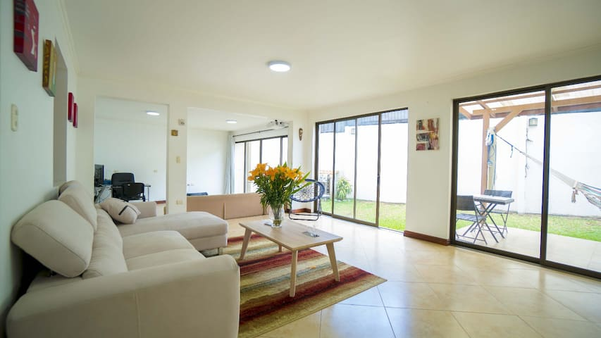 3BR, Spacious, Escazu. Families and groups. Safe