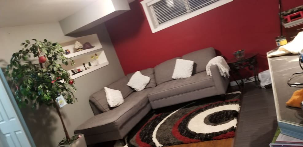 Cozy 2 Bedroom Basement Suite In Harbour Landing