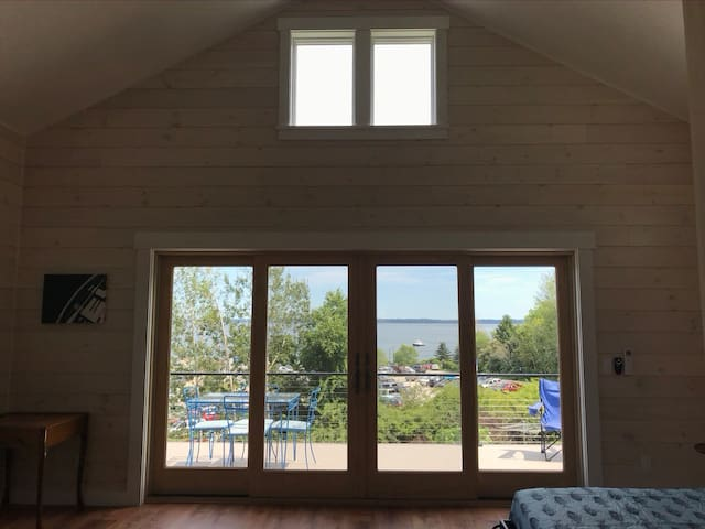 Lincolnville Beach Cottage with a View