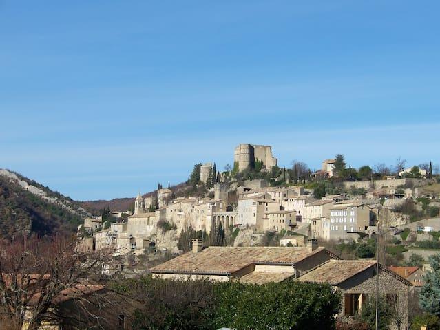 Deux-pièces moderne chaleureux jouxtant lesThermes - Montbrun-les-Bains - Byt