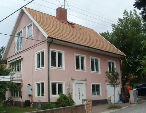 Room in Malarhojden, 20 minutes to Stockholm C #1 - Stockholm - Villa
