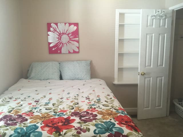 Quiet & Cozy - Queen Room! - Louisville - House