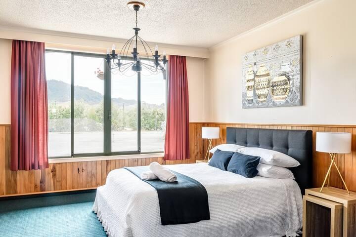 Historic Riwaka Hotel - Family Apartment