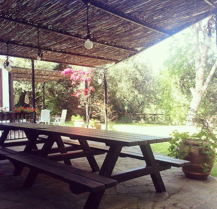 Tavolo esterno vicino alla cucina