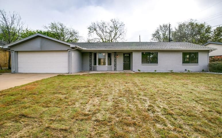 Ranch Style Retreat- Close to DFW/AT&T STADIUM