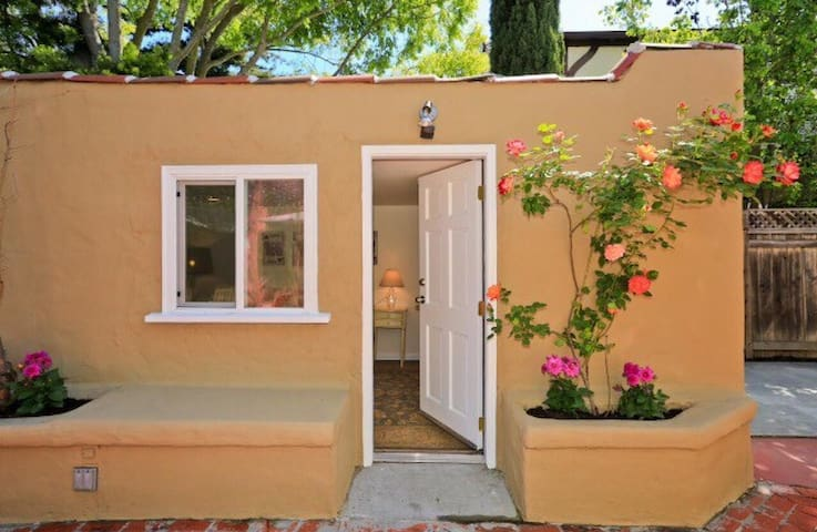 Private bath in private guest suite - Menlo Park - Casa