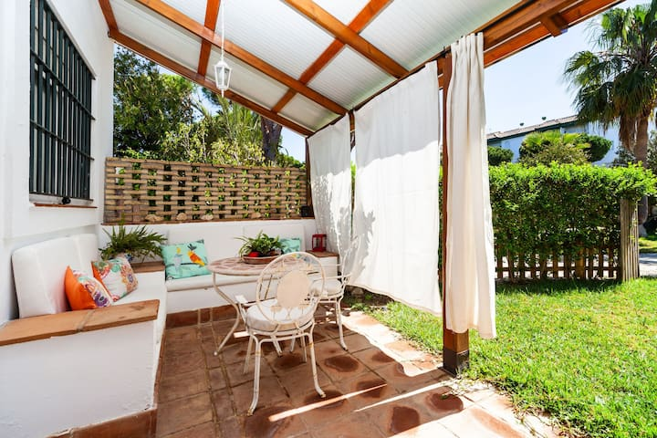 Holiday Home with Wi-Fi, Air Condition and Garden, Pets Allowed