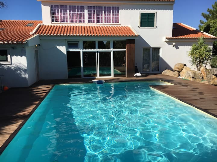 House with a pool  CampoReal Resort–Golf and Beach