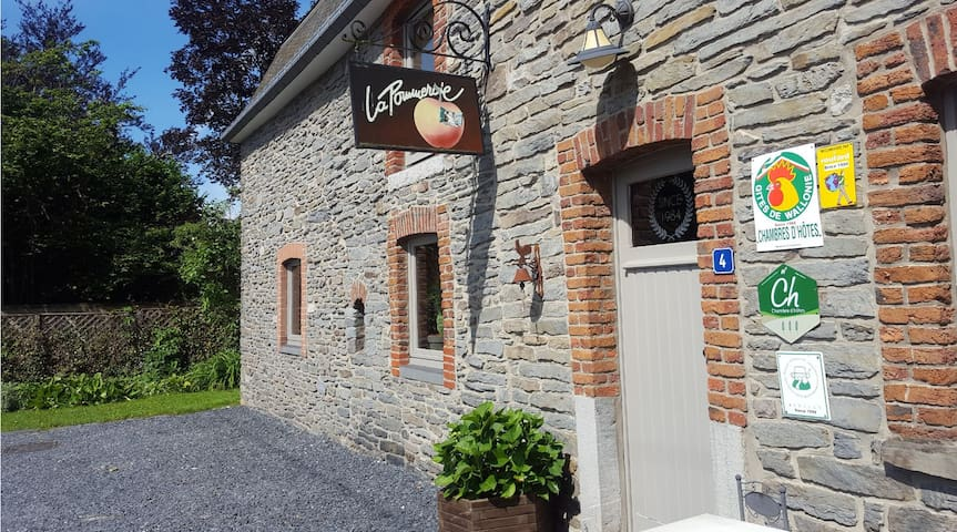 B&B La Pommeraie - Chambre Le Coin Ardenne - Sainte-Ode - Bed & Breakfast