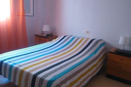 Habitación cama matrimonio piso compartido - 托雷维耶哈 - 公寓