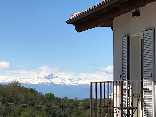 Restructured house with view in the hart of Langhe