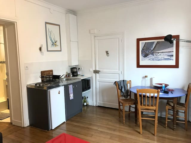 Entire flat in Montreuil Center