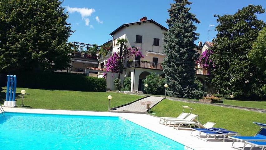 Cosy Appartement close to the Lake with pool