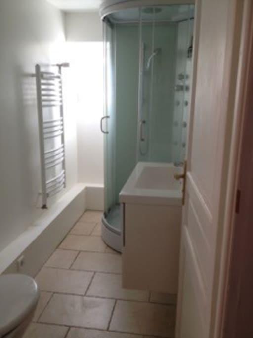 Salle d'eau privative avec WC