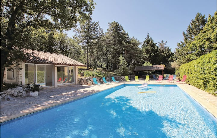 Amazing home in St Gervais sur Roubion with Outdoor swimming pool, Outdoor swimming pool and 6 Bedrooms