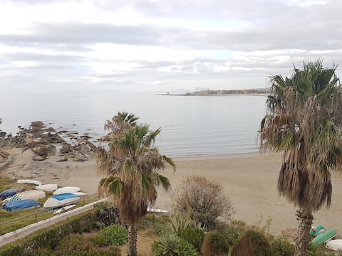 Beach Front Apartment - Great Views!