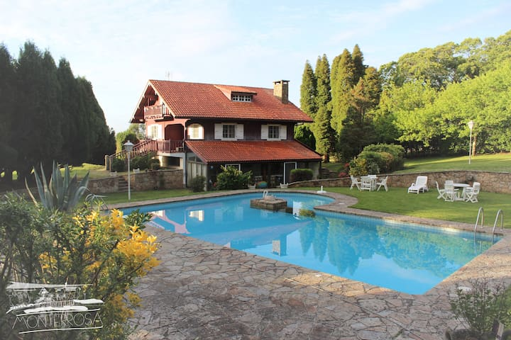 Beautiful country house, large garden bbq & pool