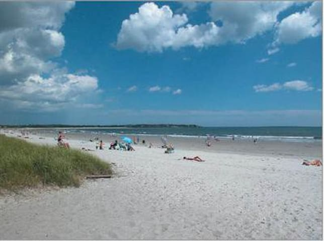 Even on it's busiest days, Grand Beach between Pine Point and Old Orchard Beach is less crowded than neighboring beaches  and has more gentle waves because of the flat gentle slope of the ocean floor in the bay.