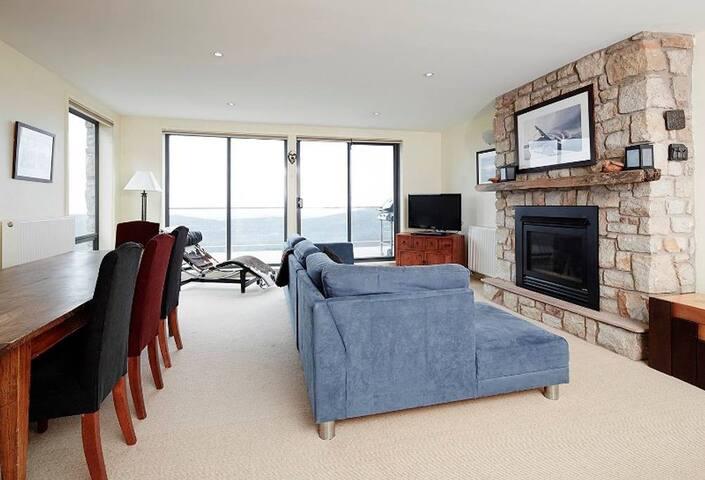 Candoux Apartment 4