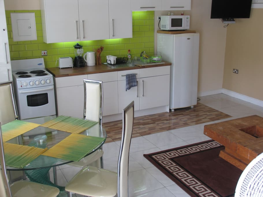 Ocho rios luxury 1 bed wifi pool ac apartments for rent for Kitchen designs jamaica