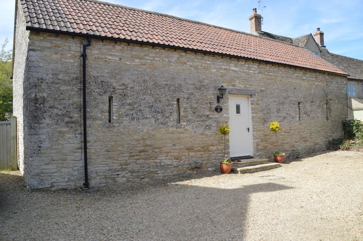 A beautiful cotswold barn cottage. - Leighterton - บ้าน