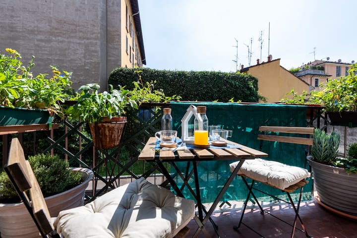 Guastalla lovely studio with romantic terrace