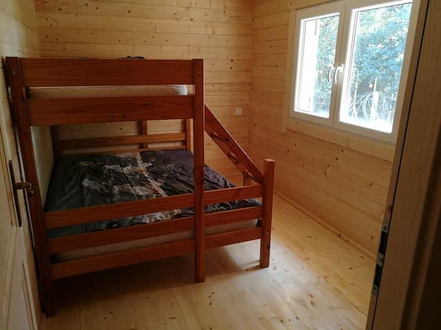 Chambre 2 avec commode