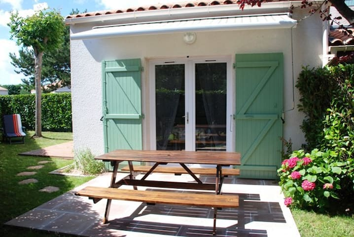 ST VINCENT/JARD MAISON EN RES. AVEC PISCINE 17.DUP - Saint-Vincent-sur-Jard - House