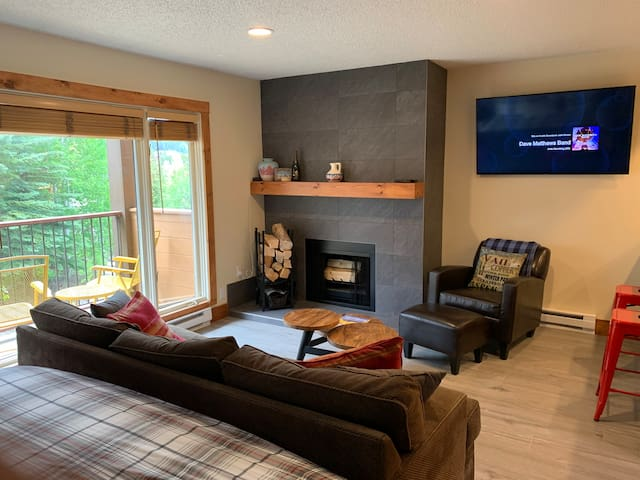 New Remodel Cozy King Studio off Main St Park Free