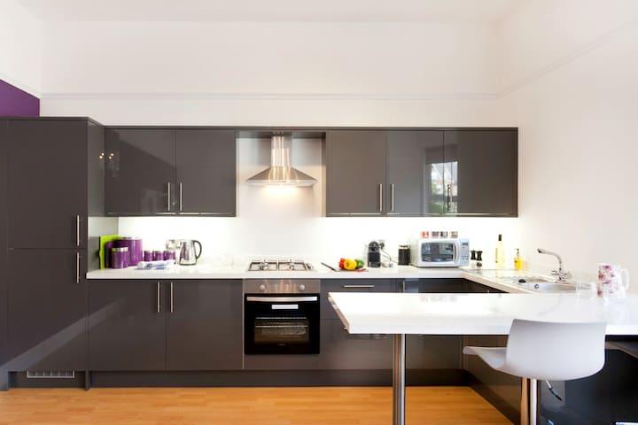 The Grande - Stylish West Bridgford Apartment