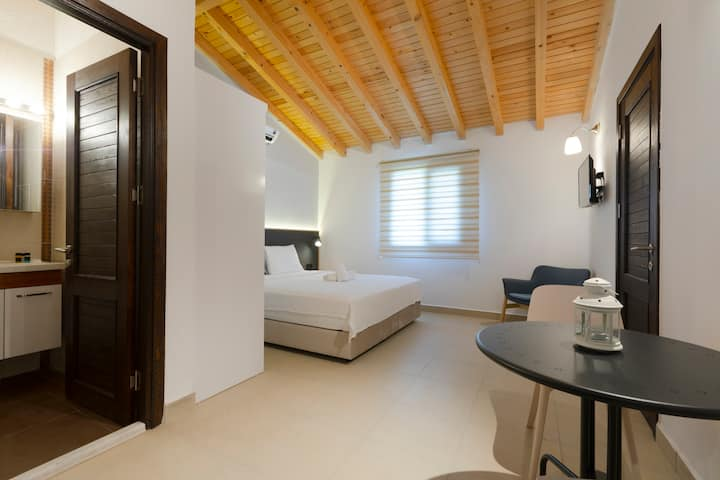 Alacati Center Just 1km Away Two Rooms