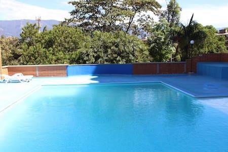 Alquiler de Comodo Apartamento en Belén Medellín - Medellín - Leilighet