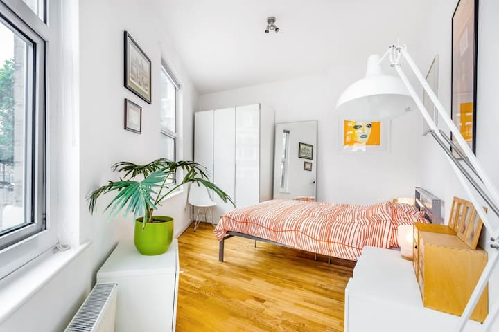 Islington: Bright bedroom in large Victorian house - ลอนดอน - บ้าน