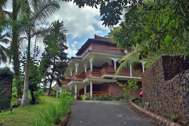 Koovapara Natural Caves Anna Ayur Homestay