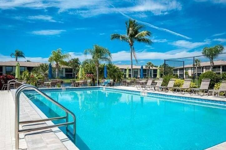 Beautiful Fort Myers/Sanibel Condo 2br/2ba