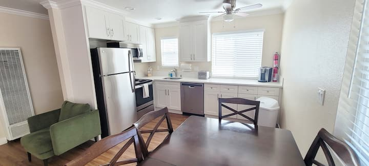 Recently renovated bed/1 bath apt. in west valley