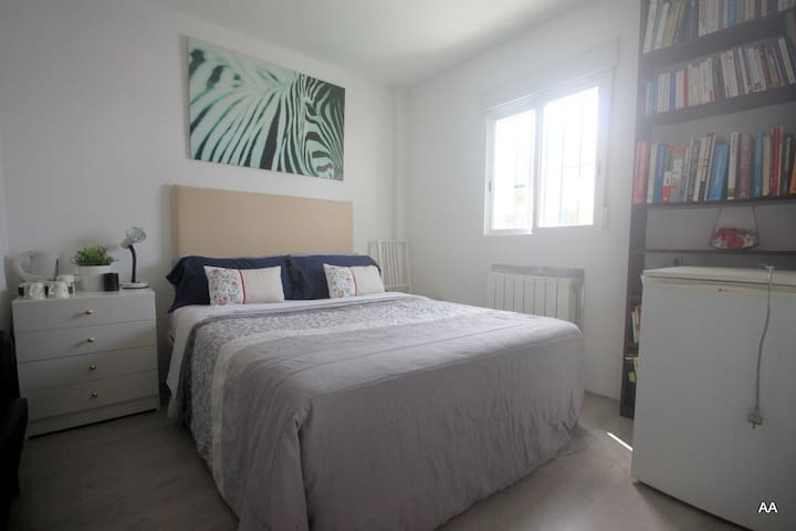 Marbella/Banus: Chambre parking WIFI, TV, piscine