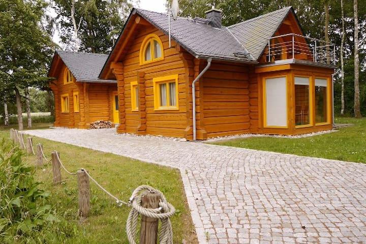Romantisches Holzhaus mit Kamin und Sauna - Neu - Fuhlendorf - Rumah