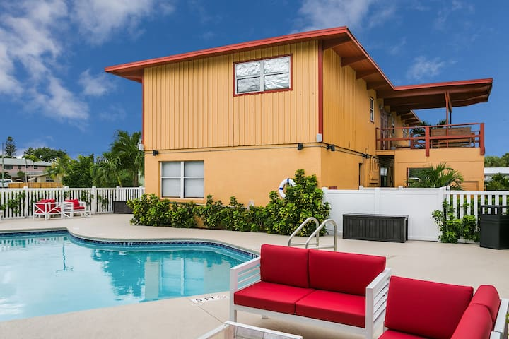 Hutchinson Island Beachhouse Pool 100ft to Beach A - Fort Pierce - Appartement