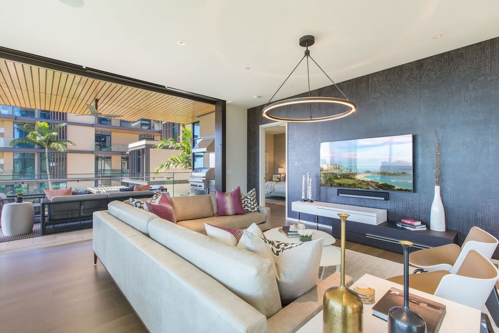 Living Room opens into Outdoor Lanai