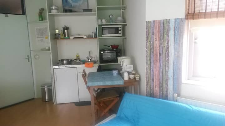home away from home, room with kitchen for rent