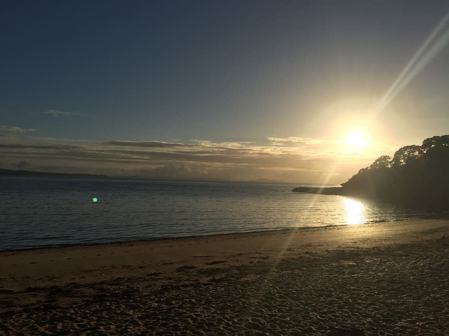 Beautiful Cheltenham beach 2 mins walk from house along flat road without crossing a road