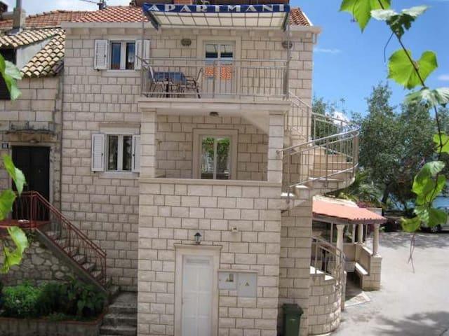 Apartments Lucija 2, step from the sea :) - Trstenik - Apartament