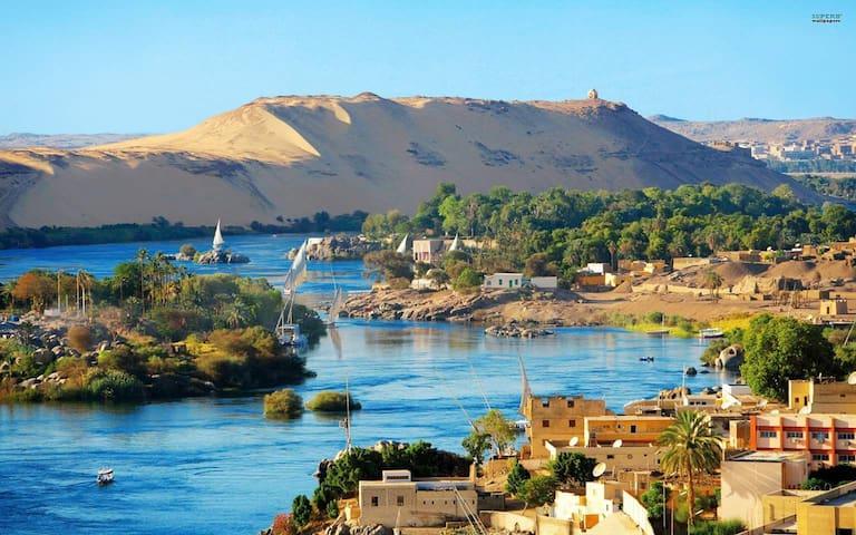 Blick auf die Inseln und die Westseite des Nils, View to the Nile with the Islands