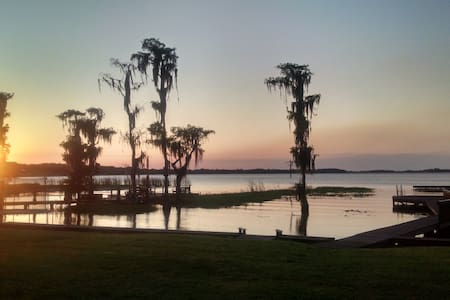 Beautiful Lakefront Home - Hus