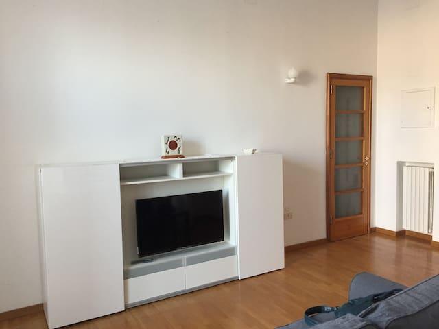 Appartamento con camera da letto in pieno centro - Foggia - Lägenhet