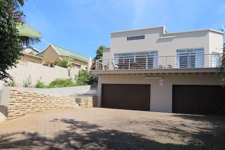 La Casa Karina - KwaDukuza - Hus