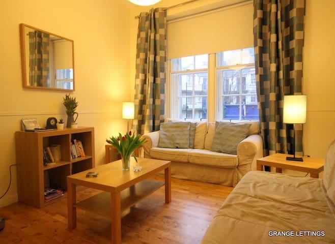 Lovely 2 bed Grassmarket Apartment Sleeps 5