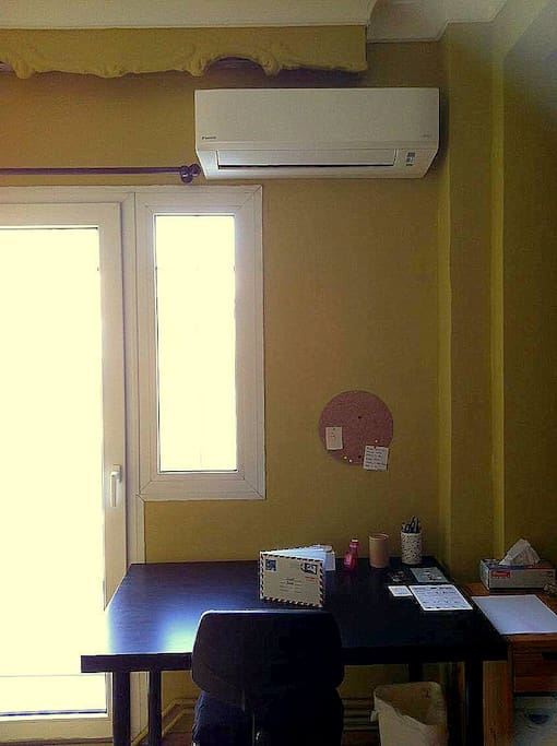 Color room ('Color room' and 'Arists room' can comunicate or become one through a sliding door)